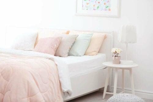 hurtig og simpel måde at dekorere soveværelse på