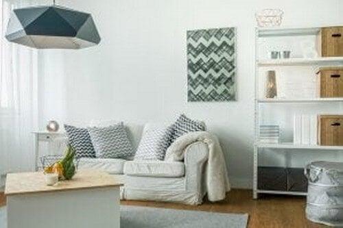 Hyggelig stueindretning i en studiebolig