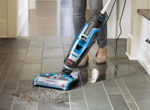 rengøring af gulv med damprenser