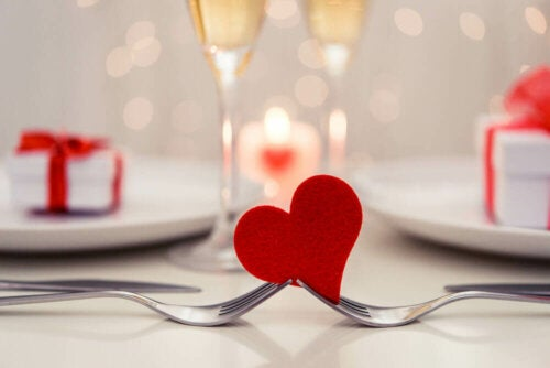 to gafler der holder et hjerte