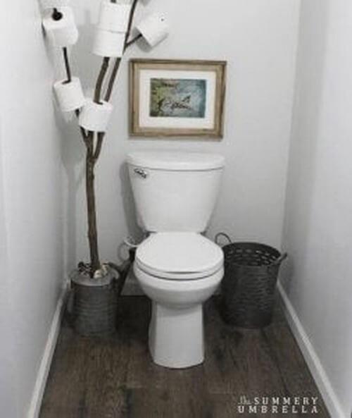 Toiletrulleholder lavet af gren
