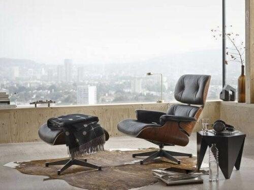 Skab raffinement i hjemmet med lænestole og skamler