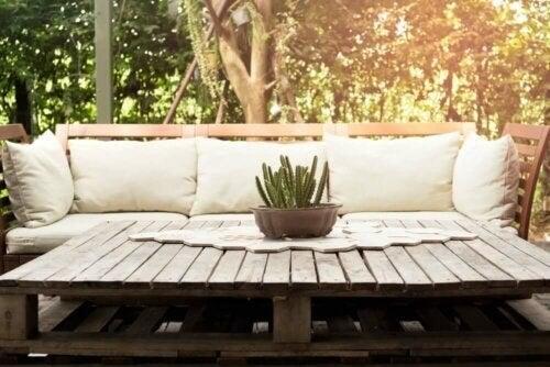 Udendørs sofabord af træpaller