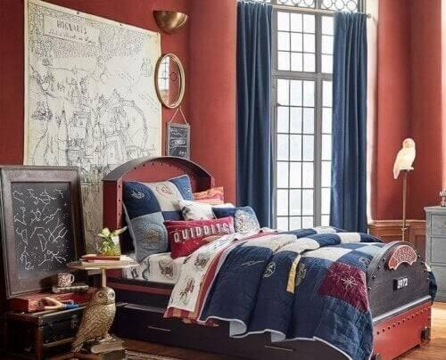 Rødt og blåt soveværelse