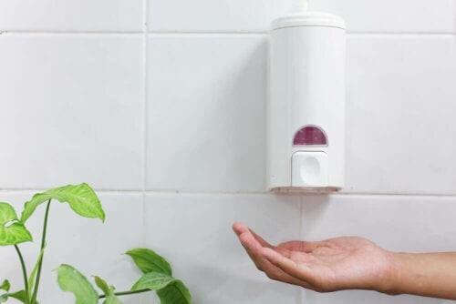 Sæbedispensere til badeværelset: En ren og sund løsning