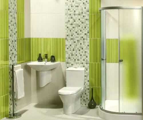 æblegrøn på badeværelse