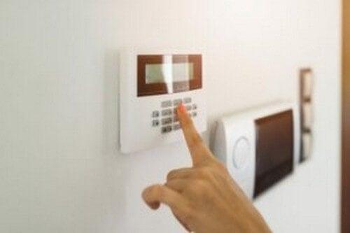 Husk at aktivere dit alarmsystem, inden du tager på ferie