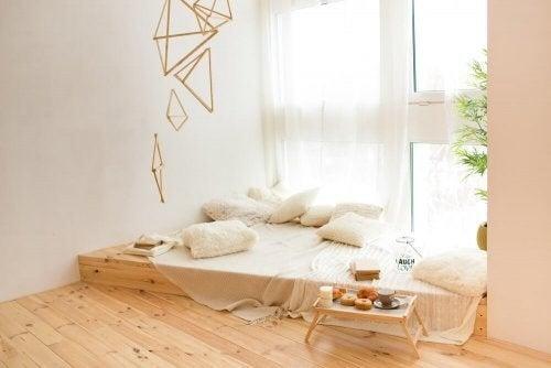 Hyggekrog i et trendy soveværelse
