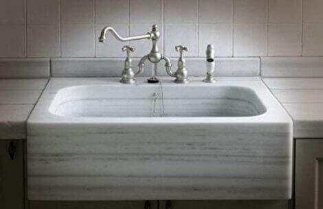af de forskellige køkkenvaske, er marmor et sjældent valg