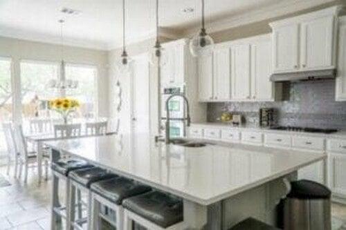 Stor køkkenbordplade i hvid