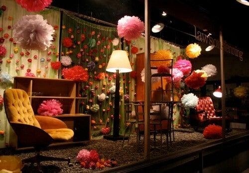 Tips til at lave et udstillingsvindue i en indretningsbutik