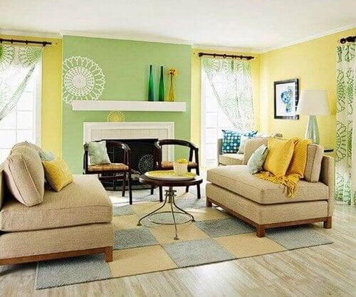 Grøn og gul stueindretning