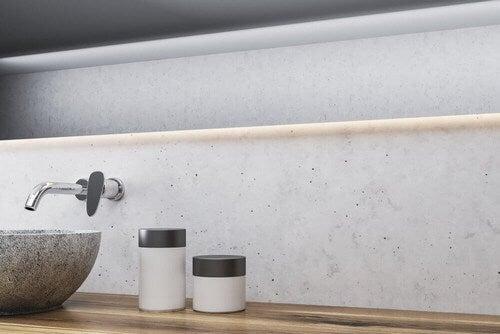 Væghængt hane på badeværelset