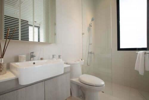 4 tips til at indrette et lille badeværelse