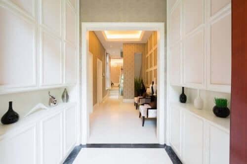 Dekorative objekter til gange og korridorer