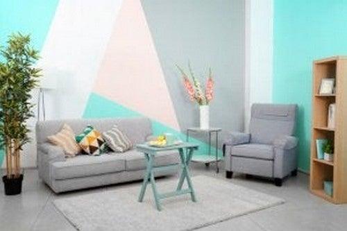 Farverig væg i stuen