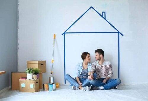 De bedste tips til at bo sammen som et par