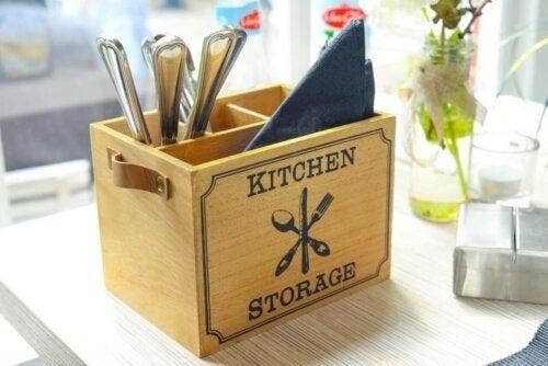 Træbeholder til køkkenudstyr