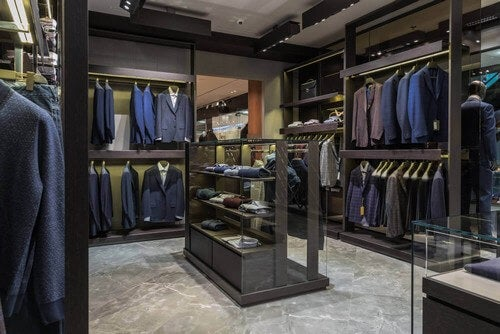 Forretning med mange jakkesæt