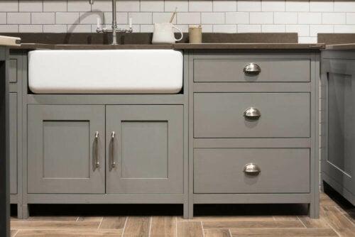 køkken med møbler i Cool Gray
