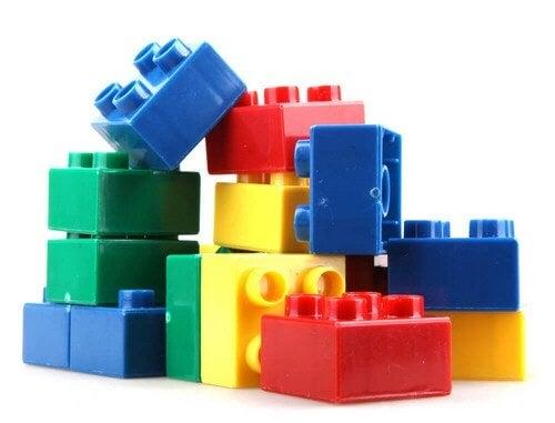 Plastikklodser i forskellige farver