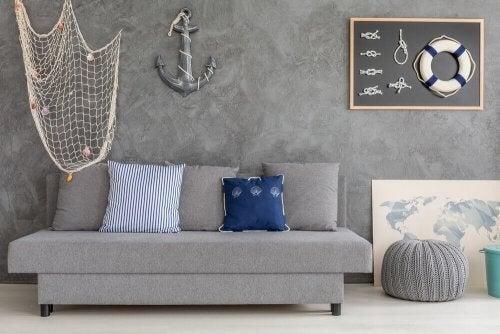 Sådan skaber du den nautiske indretningsstil i stuen