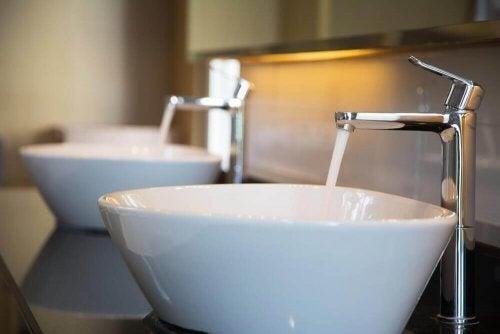 Gode tips til at fjerne kalk på badeværelset