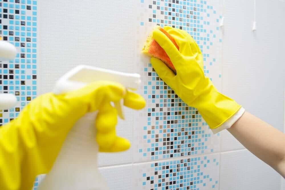 tips til et skinnende rent badeværelse