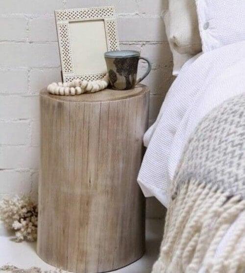 Natbordsidéer: Træstub ved siden af sengen