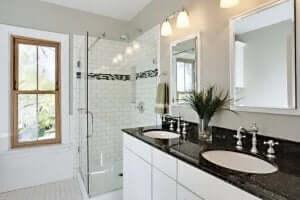 badeværelse med granit