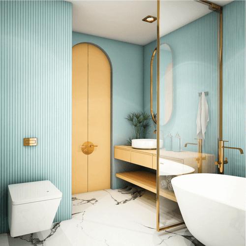 Et badeværelse med blå og gyldne elementer