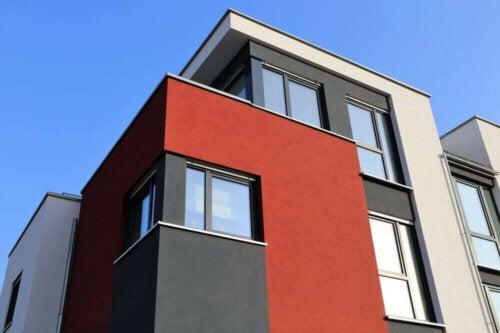 bygning i forskellige farver