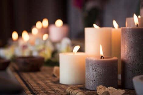 flotte stearinlys til dekoration