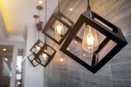 Hvor mange lamper bør jeg placere i mine rum?