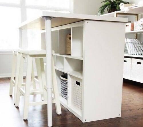 Skrivebord af KALLAX-reoler fra IKEA