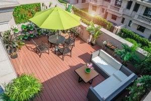 Zengarten auf einem Balkon