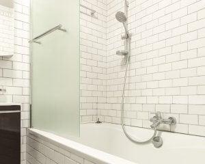 Material von Duschtüren