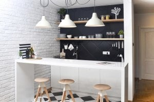 Küche mit weißer Theke