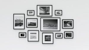 Wanddekoration mit Schwarz-Weiß-Fotos