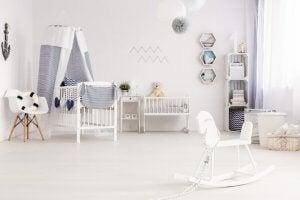 Kinderzimmer ganz in Weiß