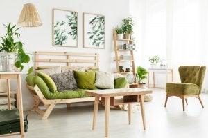 Wohnzimmer mit grünen Polstermöbeln