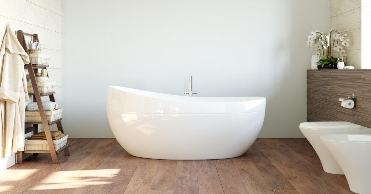 Bad mit Holzboden