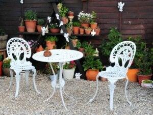 Gartenmöbel im viktorianischen Stil
