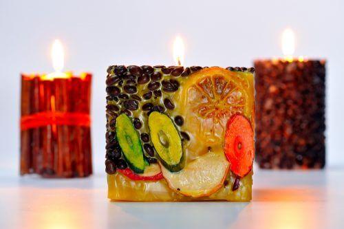 Aromatische Kerzen lassen dein Haus nicht nur gut riechen, sie ergänzen auch dein Dekor
