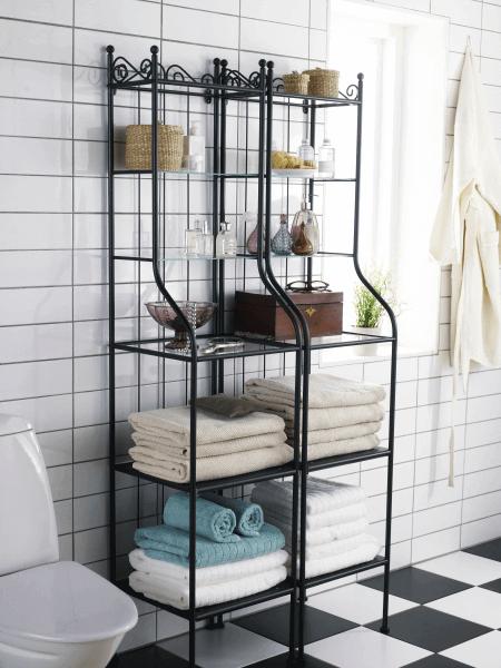 Sowohl feststehende als auch freistehende Glasregale können offen oder mit Türen versehen sein.