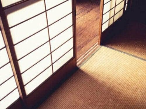 Verwende japanische Wände für die orientalische Dekoration.