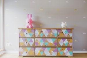 Fächerboxen helfen deinen Kindern, ihr Schlafzimmer in Ordnung zu halten