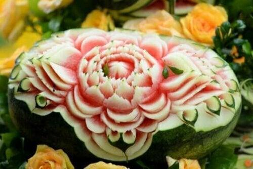 Die Mukimono-Kunst entstand in Japan und war ursprünglich religiöser Natur.