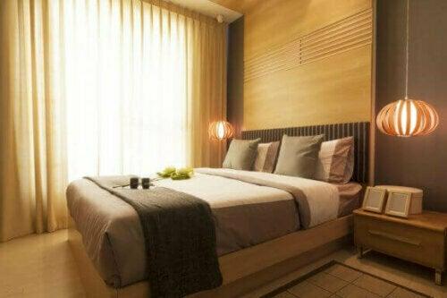 Eines der Hauptmerkmale der orientalischen Dekoration ist der schlichte Stil und die Ordnung.