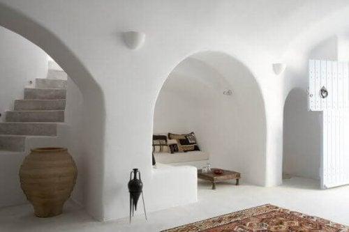 Das Tonnengewölbe verdankt seinen Namen seiner seltsamen Form und ist so gebaut, dass es wie eine halbe Tonne aussieht